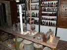 Flascons i tubs al laboratori de Sant Llorenç del Munt