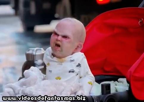 Broma del bebe endemoniado en Nueva York.