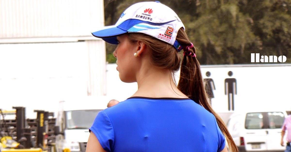 image Vestido azul marcando tanga