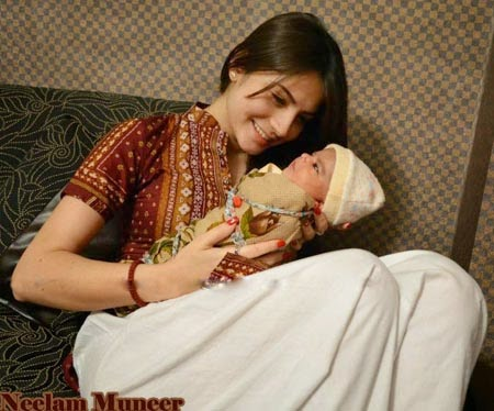 Celebrity Neelam Munir Is Blesses With Baby But We Are In Trouble Now Its True Or False Even Got Some Pictures Of Her Give Your Opinion Here