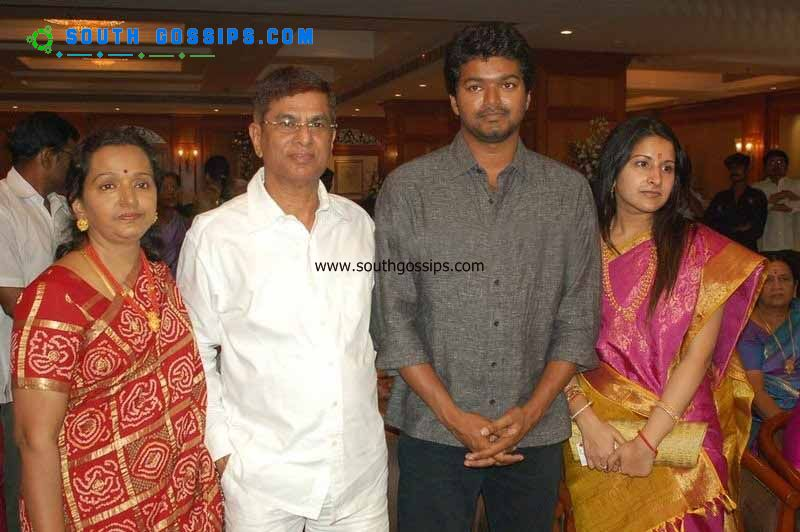 vijay family photos images. Illaya thalapathi vijay: Family photos