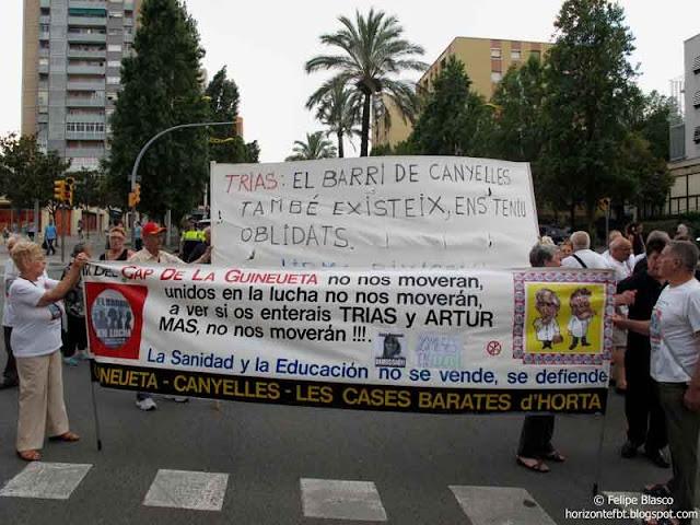 Última manifestación de los vecinos del CAP Guineueta antes de vacaciones
