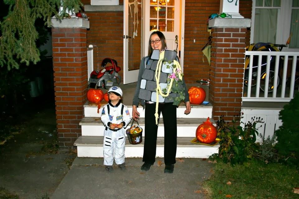 Ottawa Babywearing Group: Spooky Babywearing!!