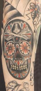 Tatuagem da morte em torno do braço