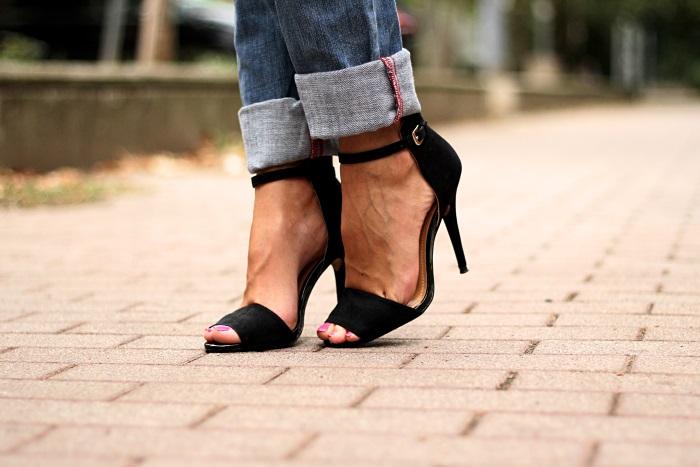 boyfriend jeans, black zara heels