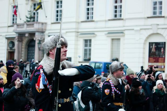 Wachablösung vor der Prager Burg