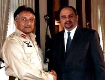 د. رشيد الطوخي مصافحا الرئيس الباكستاني الاسبق برويز مشرف