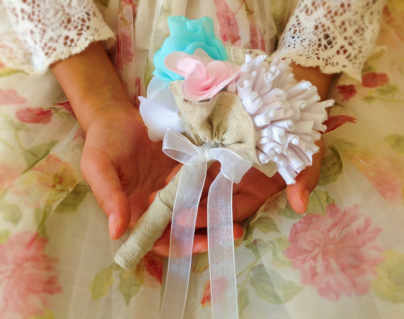Shabby chic toss bouquet