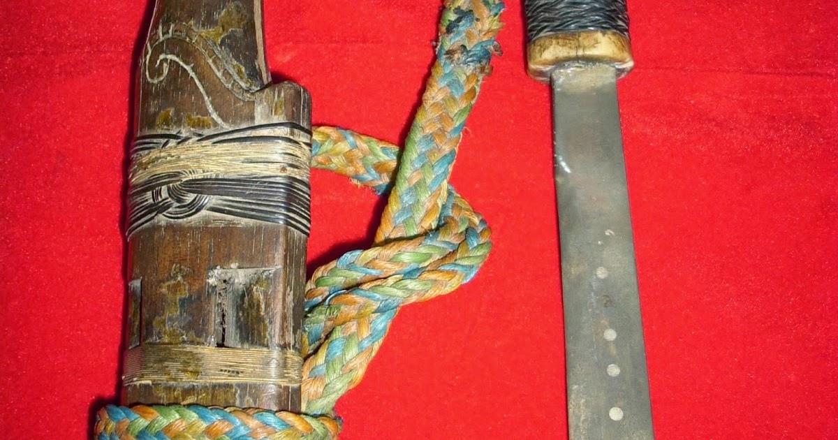 Mandau senjata suku Dayak: mandau tua asli DAyak,hulu tanduk