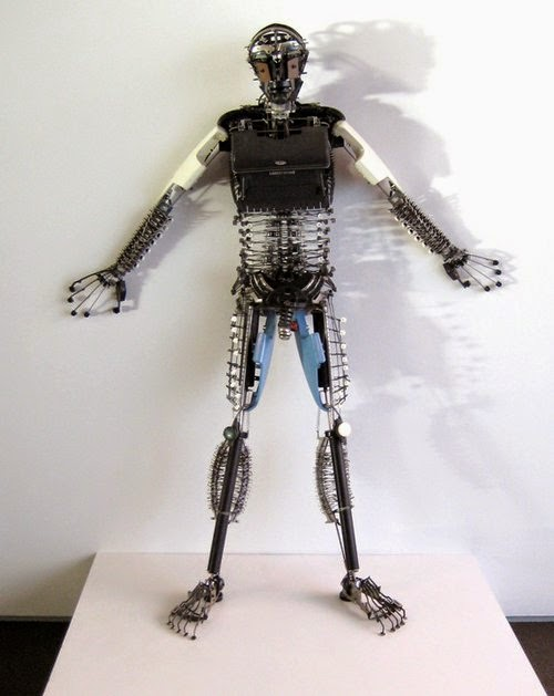 03-Jeremy Mayer-Typewriter-Robot-Sculptures-www-designstack-co