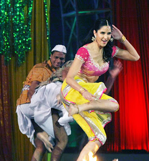 Katrina Kaif Sizzling Dance Performance at Colors Screen Award on Chikni Chameli