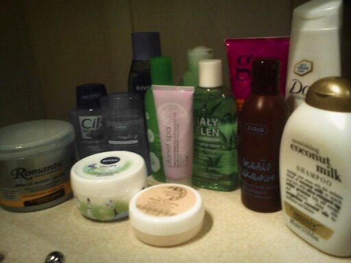 1. Kosmetyki do oczyszczania i pielęgnacji twarzy.