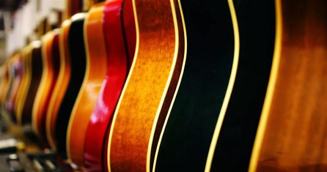 Download Ingin Membeli Gitar Akustik? Ini Tips Memilihnya
