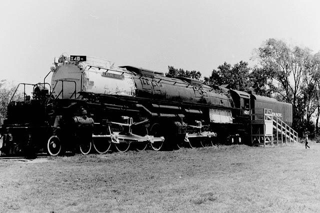 Gambar Kereta Api Lokomotif Uap Bigboy 4-8-8-4 4017 02