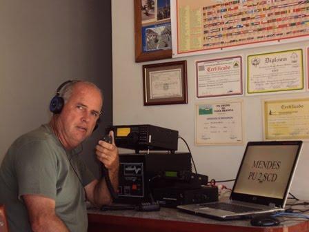 PU2SCD MENDES em sua estação com seu IC-718