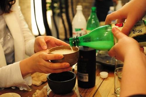 uống rượu Hàn Quốc