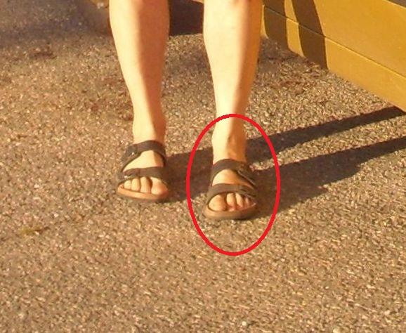 Sandale cu fata de om