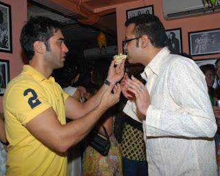 Kushal Punjabi sharing cake with Rahul Mahajan