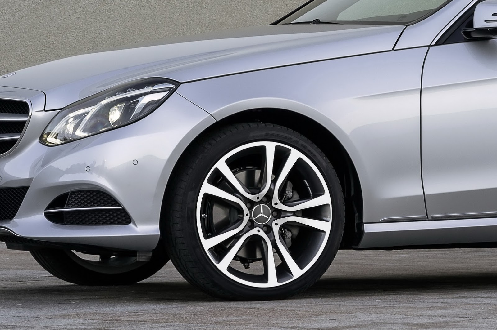 Mercedes rolls out new alloy wheels for summer 2015 for Mercedes benz wheel
