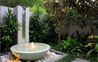 Arte y jardiner a ornamentos en el jard n - Macetas de piedra para jardin ...