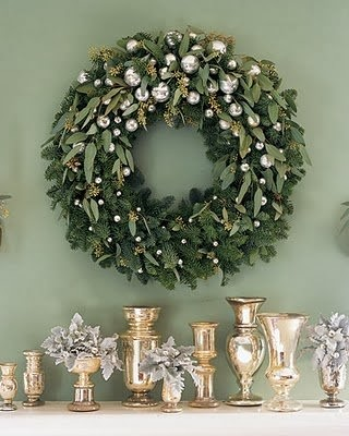 Elegant and Evergreen Christmas Wreath from FrySauceandGrits.com