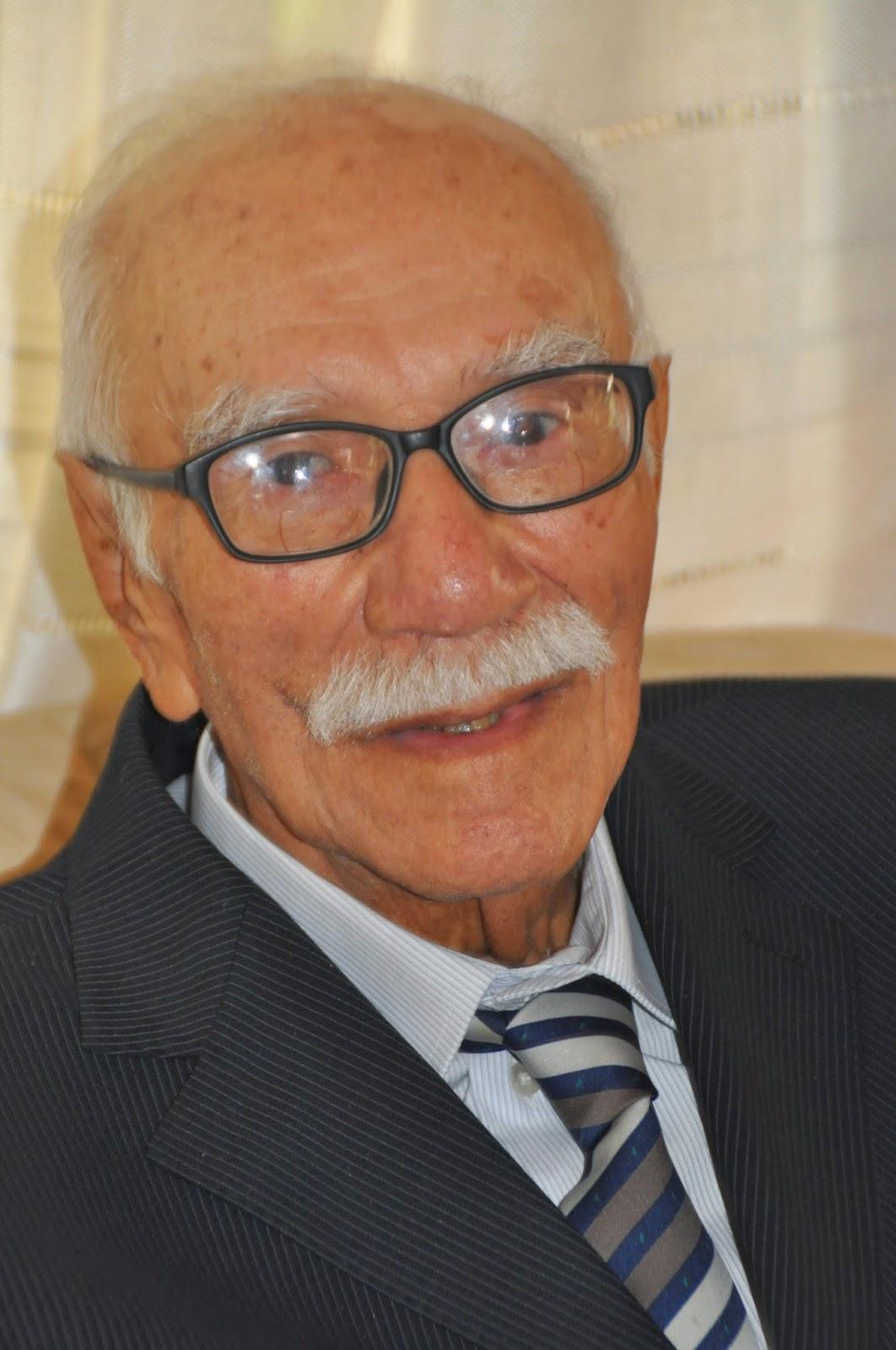 Rigoberto Henríquez Vera recibe a sus 94 años de edad un merecido reconocimiento de parte de la ULA, (Foto: Ramón Pico)