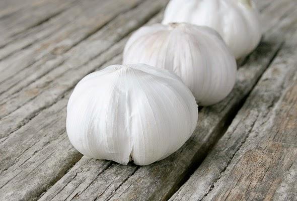 http://laurafriendly.com/roasted-garlic/