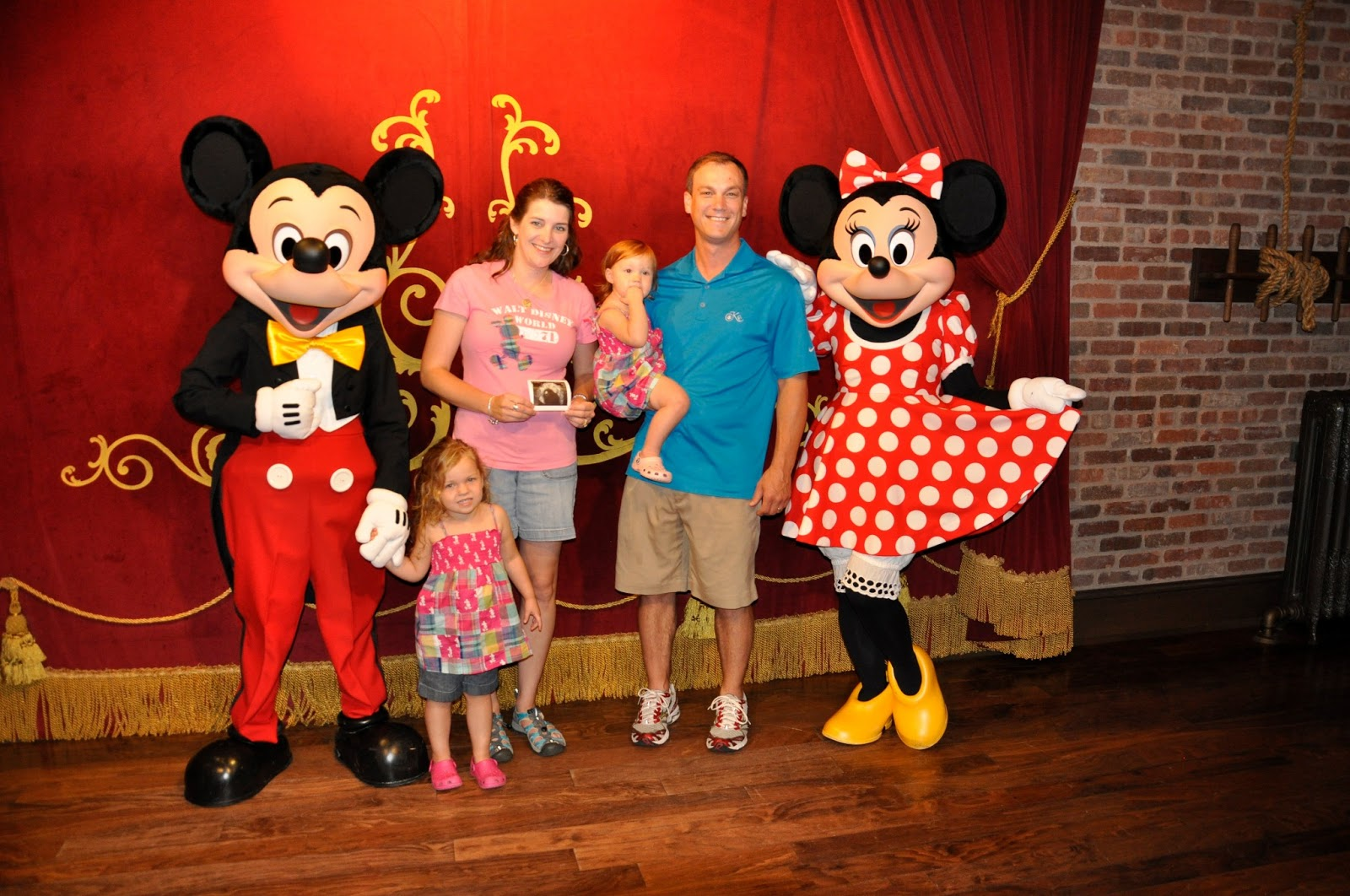 Sharing The Love: great family pics at Disney - Color Coordinate or ...
