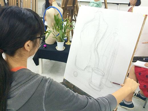 美術クラブ 横浜美術学院の中学生向け教室 たっぷりとした空間を描く「静物デッサン」6