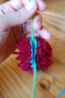 how to make a pom pom with yarn 9