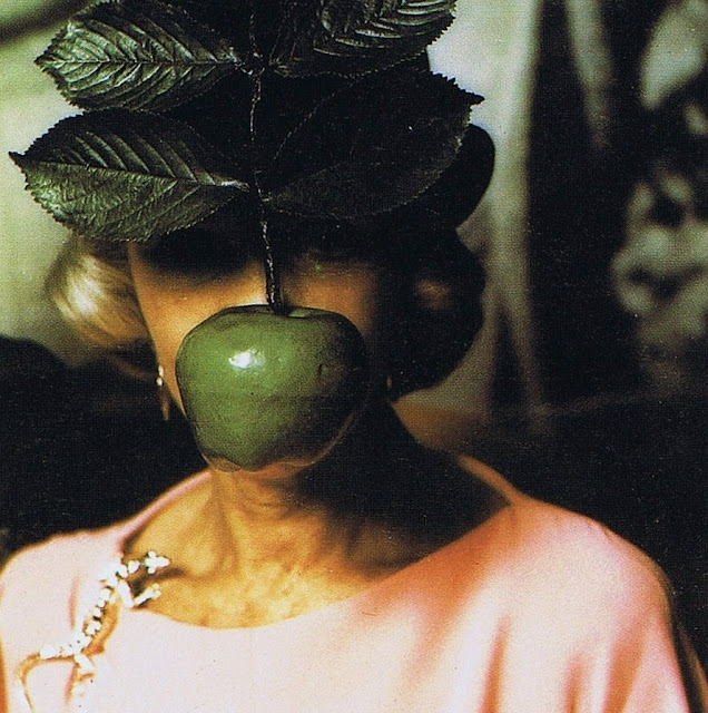 [Image: HiddenBehindTheAppleReneMagritteRothschildBall1972.jpg]