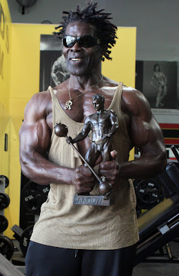 ROBBY ROBISNON, THE FIRST MASTERS MR OLYMPIA 1994 POSING WITH HIS SANDOW AWARD IN GOLD'S GYM VENICE, CA 2008 Robby's dietary anabolic SUPPLEMENTS, OILS and HERBS  for natural fat loss and muscle growth at any age  ▶  www.robbyrobinson.net/anabolic-pack.php
