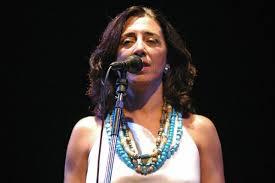Sussara Silveira canta o tema de Ben e Sofia em Malhação