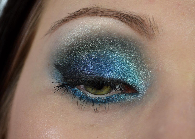 Blaues Makeup grüne Augen