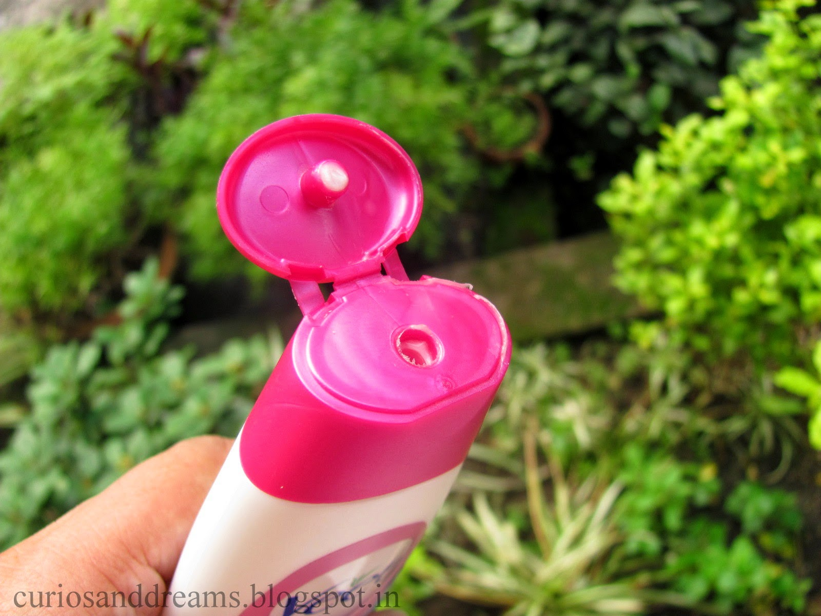 Veet Touchably Smooth Hair Minimizing Moisturizer Review