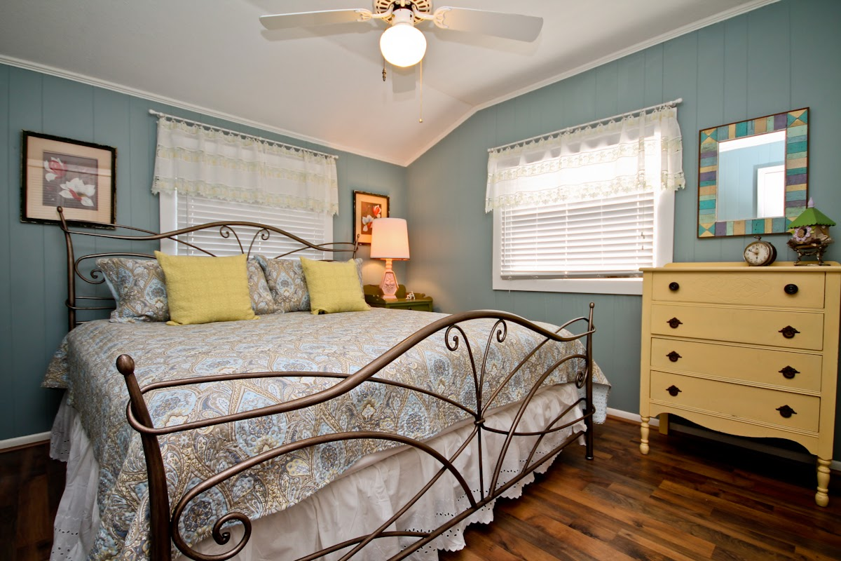 Burke interior designs beach house for Bedroom island design