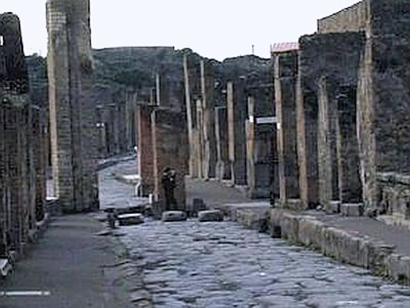 ancient pompeii essay Essay / art cross in pompeii and ancient theology by adam johnson on october 19, 2017 in case you weren't paying close attention, 2015 was a bad year for an old thesis.