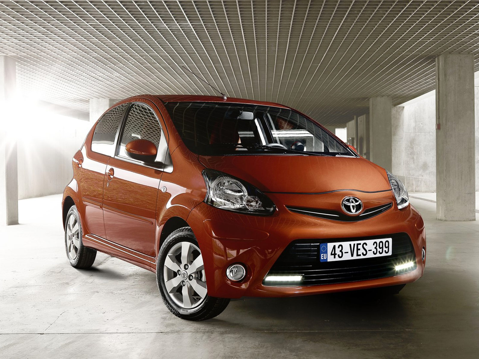 2013 toyota aygo car pictures. Black Bedroom Furniture Sets. Home Design Ideas