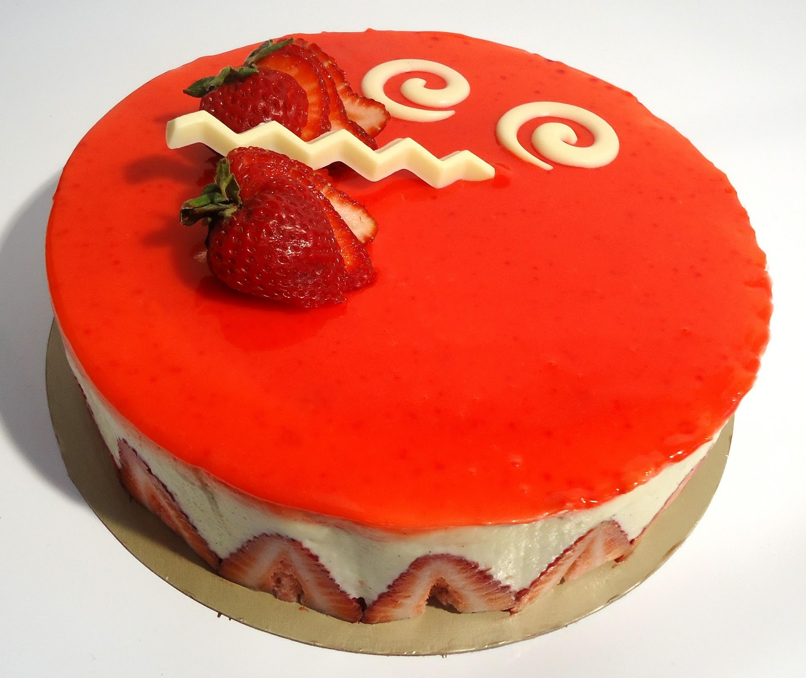 Minicuisine fraisier moderne for Glacage miroir fraise