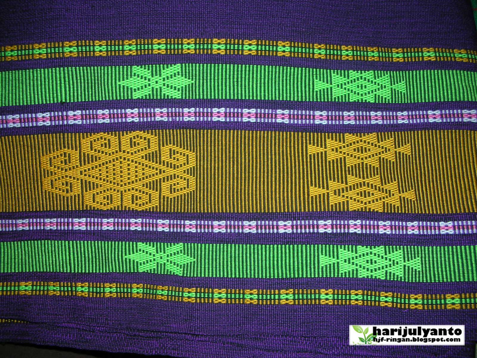 Ringan: Motif kain tenun sulam Sumba Barat