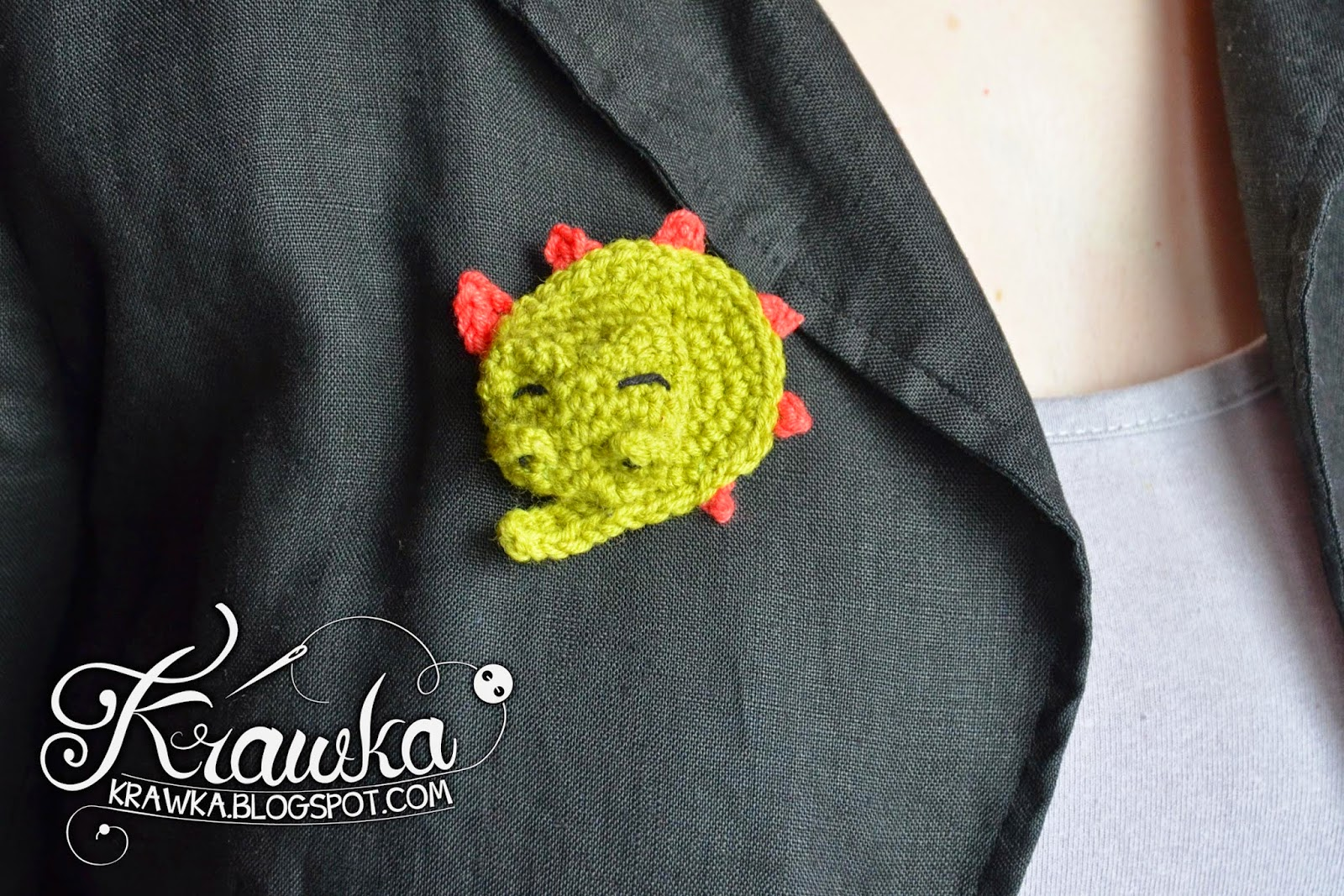 Krawka: Sleeping dragon brooch crochet with free pattern