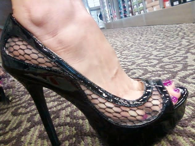 sexy pump with mesh