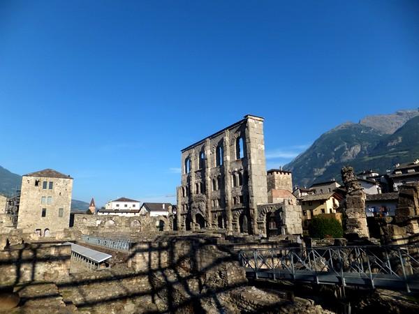 Aoste Aosta Italie vestiges romains théâtre teatro