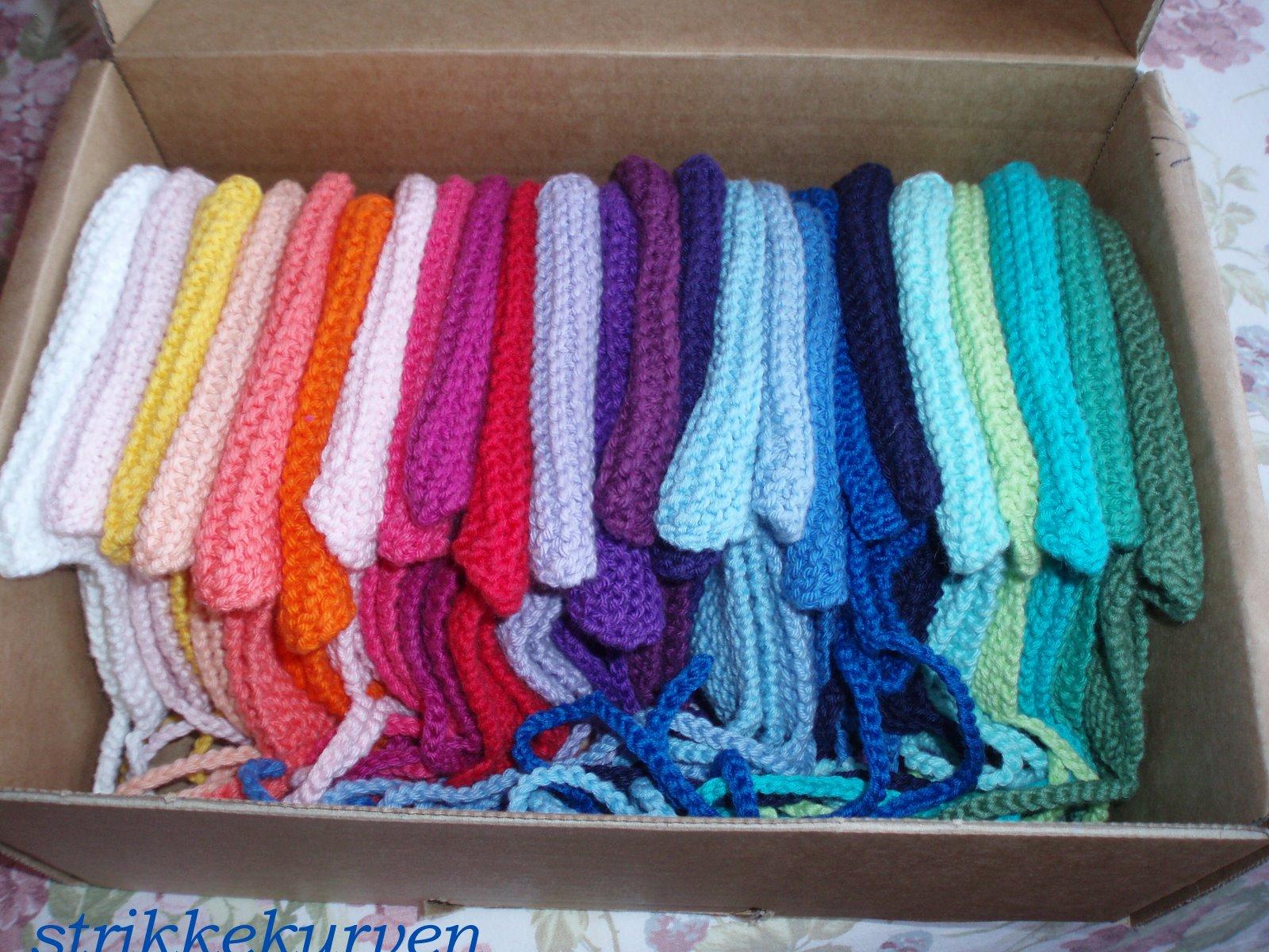 Jeg har strikket 25  små huer til Cuba: Har igen strikket 10 små huer(2015)