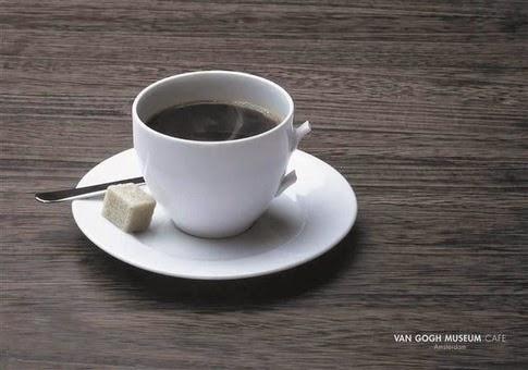 foto de una taza que le falta una asa