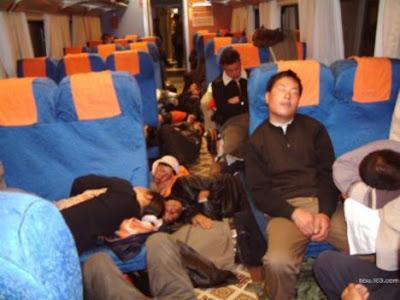 tidur dalam kereta api