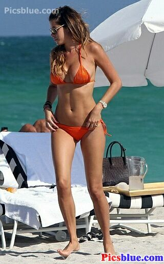 Aida Yespica bikini photos stills and pictures