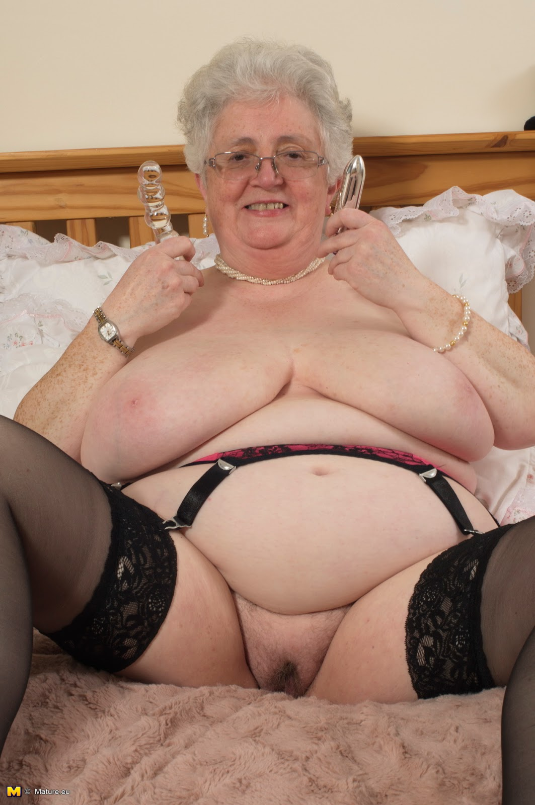 Sexy mature women solo