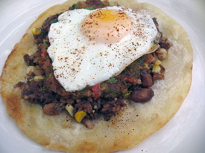 Huevos Rancheros Con Frijoles Refritos
