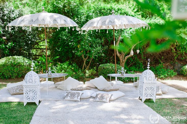 Rincón chill out marroquí en tonos blancos
